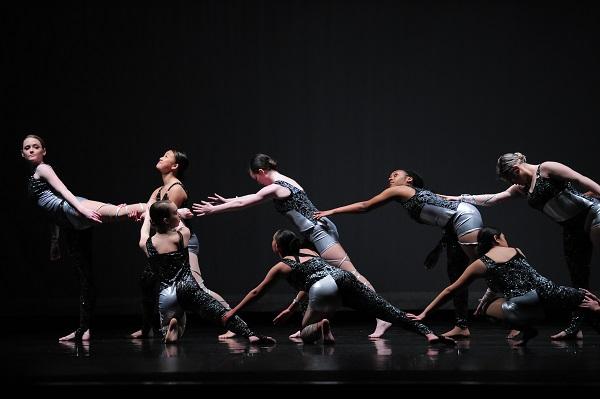 Long Reach Senior Dance Company performing